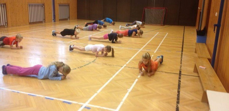 Rozcvička a cvičenie s lavičkou