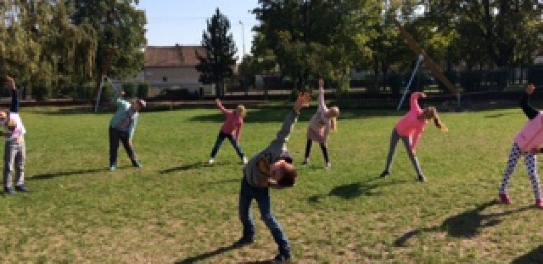 Telesná výchova v parku
