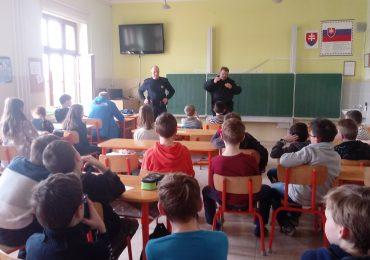 Mestská polícia v škole