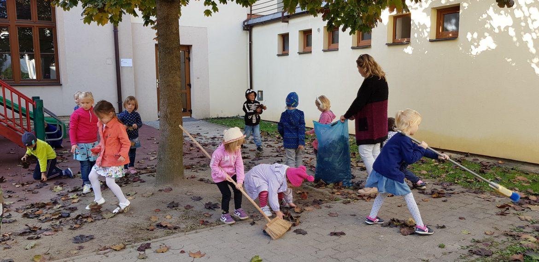 Upratovanie na školskom dvore